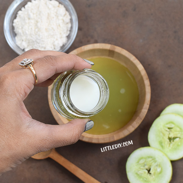 CUCUMBER OATS FACE MASK FOR SENSITIVE AND ACNE-PRONE SKIN